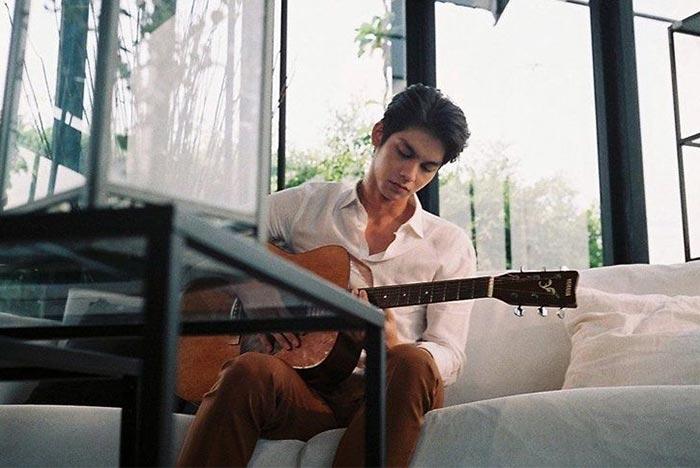 bright-guitar
